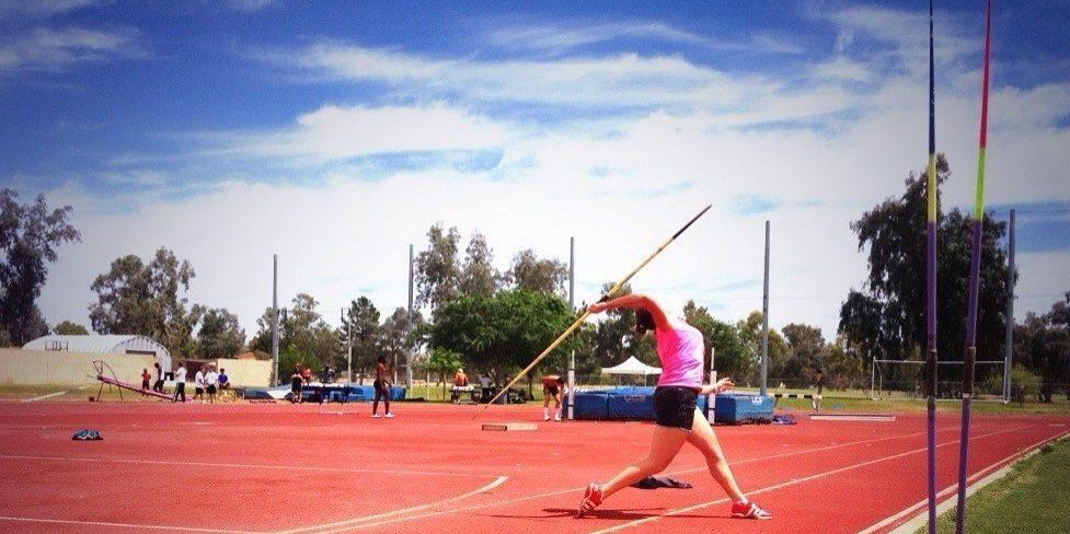 Goldie throwing 1000x500