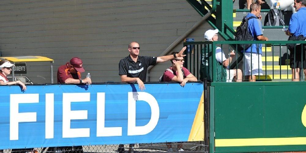 Coach Kyle Hierholzer